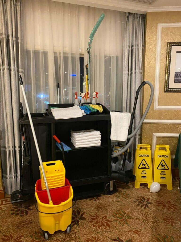 dụng cụ vệ sinh cho khách sạn
