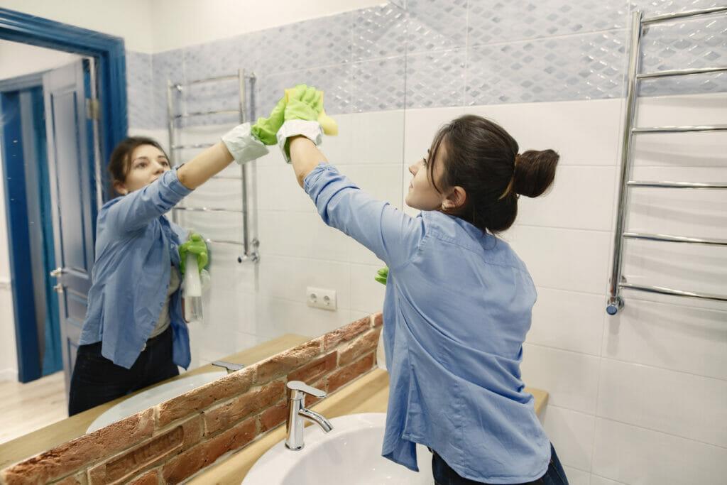 vệ sinh nhà sạch sẽ để tránh thành bệnh nhân covid
