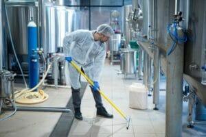 quy trình vệ sinh công nghiệp với rubbermaid
